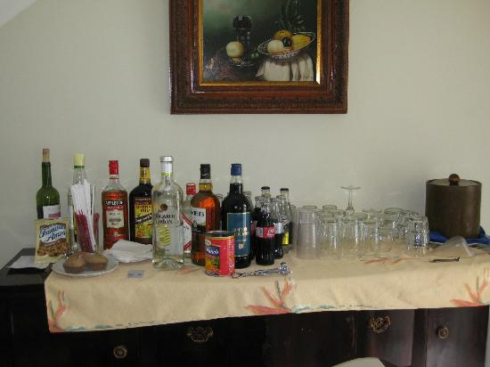 Half Moon: Bar set-up in villa, complimentary