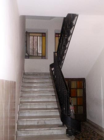 Baldassini B&B: Stairs to B & B