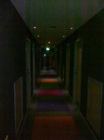 Hotel Kilkenny: Dark-corrodor