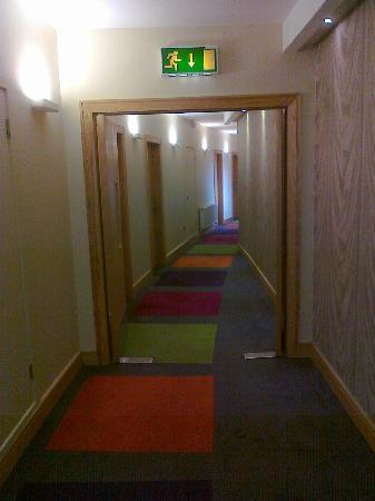 Hotel Kilkenny: Bright corridor