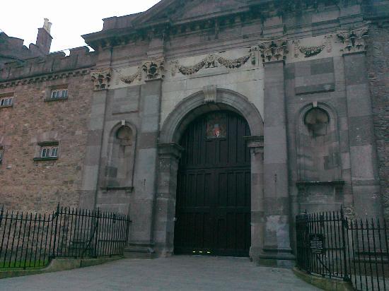 هوتل كيلكني: Castle Gate