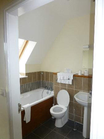 Oaksey, UK: Family Bathroom