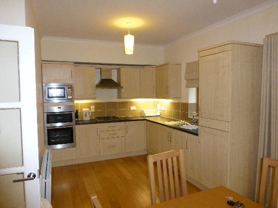 Oaksey Country Park Cottages: Kitchen