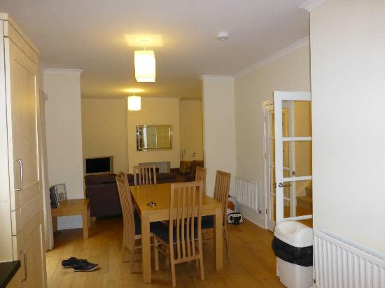 Oaksey Country Park Cottages: Dining Area