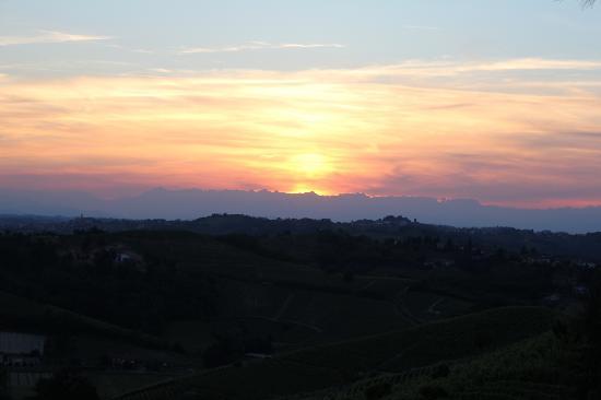 Bed & Breakfast Profumi: Sunset in Piemonte