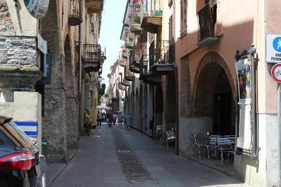 Bed & Breakfast Profumi: Nizza Monferrato - main street!