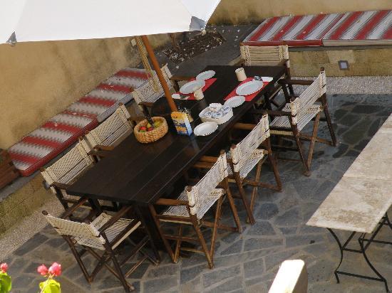Zacosta Villa Hotel: la colazione in giardino 