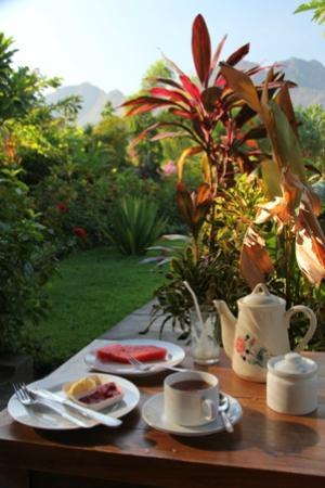 Man's Cottages & Spa: le petit déjeuner servi sur la terrasse de la chambre