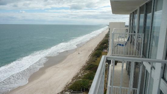 Radisson Suite Hotel Oceanfront: View from our balcony to next
