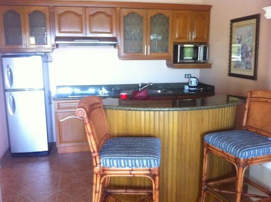 Monaco Suites de Boracay: kitchen