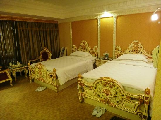Nanyang King's Gate Hotel: Typical twin beds room