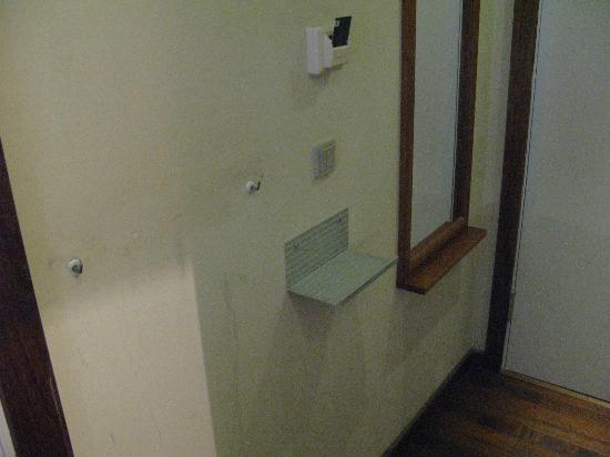 Comfort Hotel Vesterbro: Walls were a bit shabby