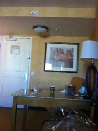 Doubletree Suites by Hilton Hotel Anaheim Resort - Convention  Center: Front Door