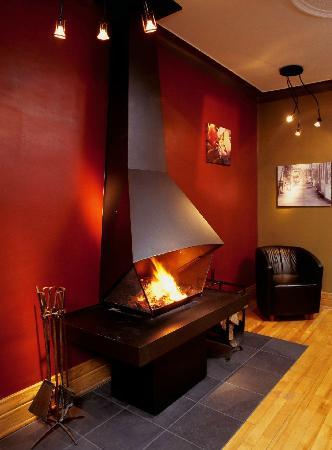 A la Carte Bed & Breakfast : A la Carte B&B Montreal wood burning fire place in living room