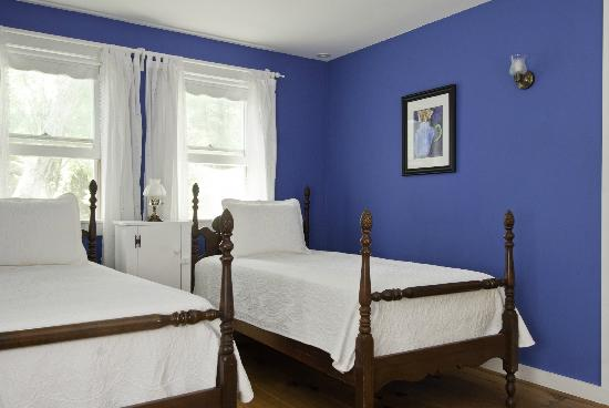 Golden Stage Inn Bed and Breakfast: The Beehive Suite offers family accommodations for two or three additional guests