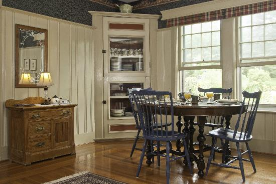 Golden Stage Inn Bed and Breakfast: Two dining rooms offer private dining on our guests' schedule.