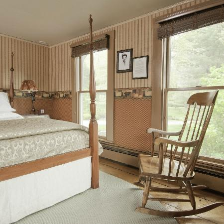 Golden Stage Inn Bed and Breakfast: Cornelia's Room offers queen bed with luxury mattress and a private bath with shower.