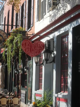 Art Gallery of Fells Point: Wonderful Shops