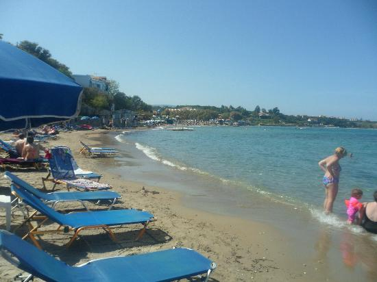 Planos Bay Hotel: beach by the hotel