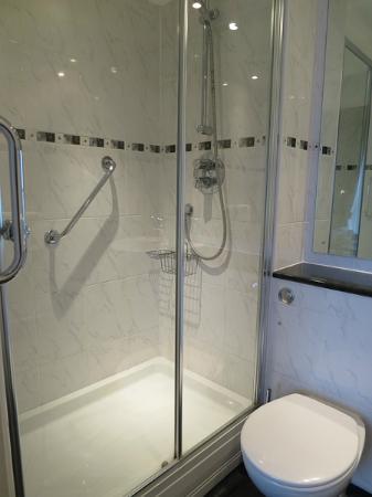 Fourcroft Hotel: Bathroom - small but ok