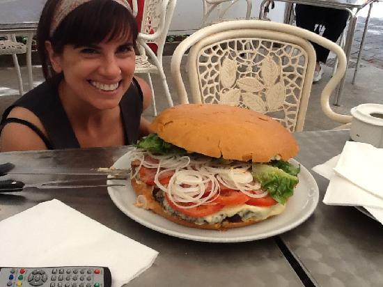 Agora Restaurant: 3 kilo San Antonio Burger