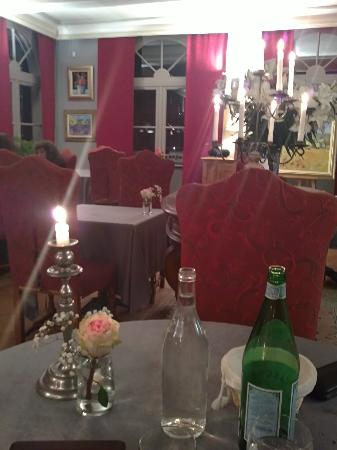 Moulin de la Roque: La salle de restaurant Le soir