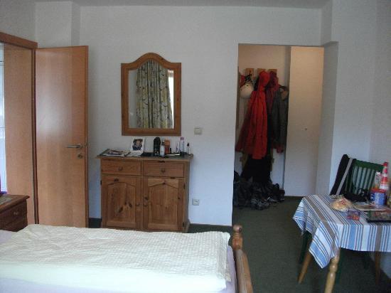 Hotel Garni Glueck Auf: very good size room. very clean