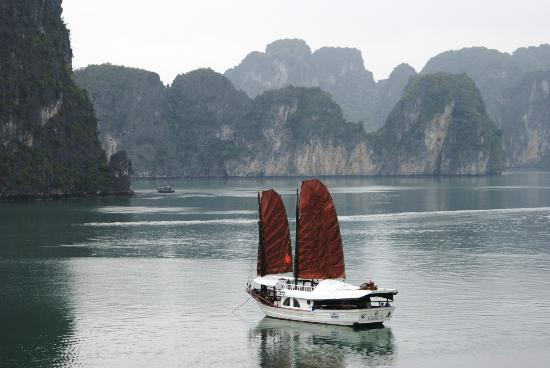 Custom Vietnam Travel Day Tours: Halong Bay