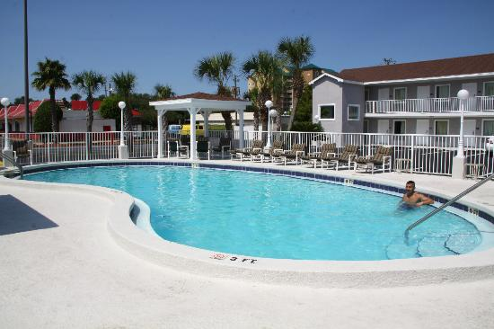 Destin Inn & Suites: outdoor pool