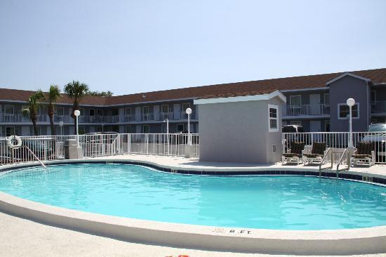 Destin Inn & Suites: Outdoor pool