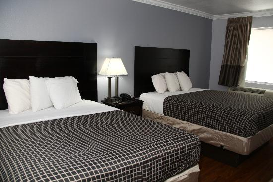 Destin Inn & Suites: room with two queen size beds