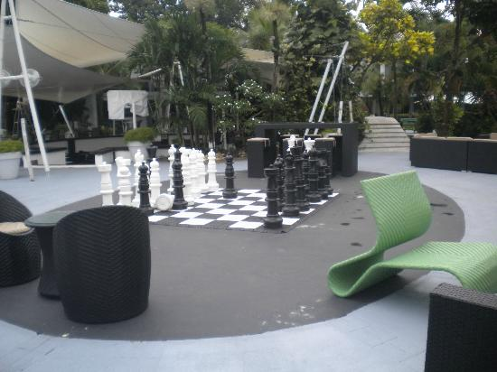 Riande Aeropuerto: Gotta love giant chess