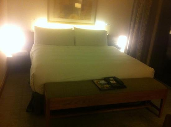 Fairmont Singapore: the bed. quite soft!