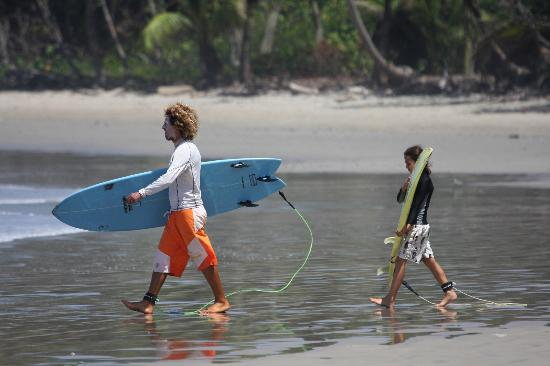 Adrenalina Kite & Surf Camp: going surfing intermediate lesson