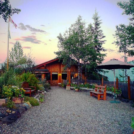 Logpile Lodge: The lodge