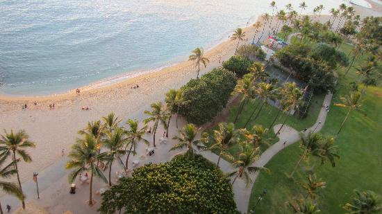 Waikiki Shore: Looking down to the beach from our balcony