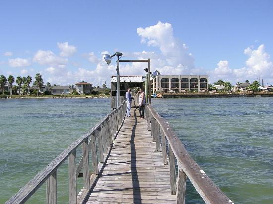 Hunt's Castle Hotel: Fishing pier at Hunt's Castle is also great just for walks