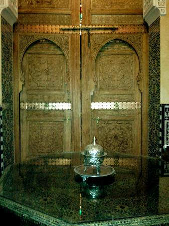 Riad Layalina Fez: Reading room doors