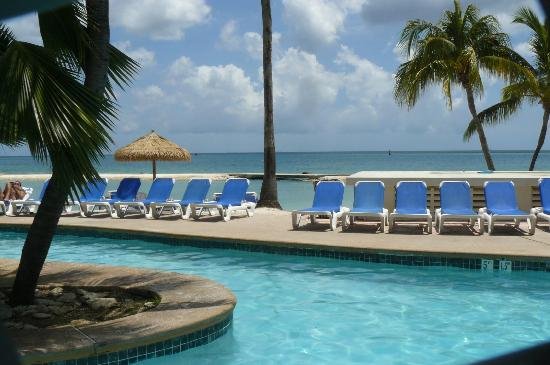 Renaissance Aruba Resort & Casino: Pool at Family Side