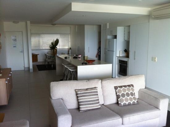 La Mer Beachfront Apartments: kitchen and dining area