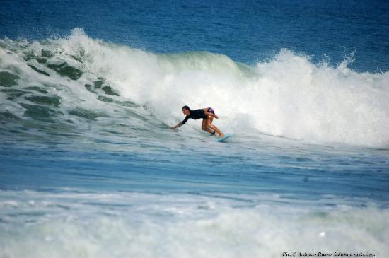 Adrenalina Kite & Surf Camp : AUDREY surf instructor