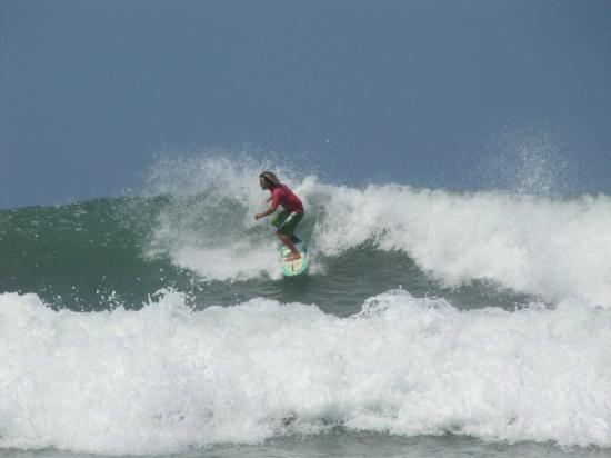 Adrenalina Kite & Surf Camp: LOLO surf instrutor ADRENALINA