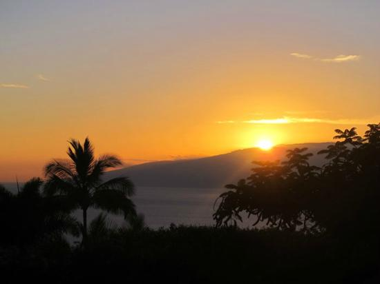 Ho'oilo House: Sunset view from our lanai