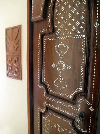 Ho'oilo House: The door to our room-- beautiful Balinese door