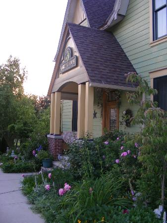 Hartzell House Bed and Breakfast: Exterior