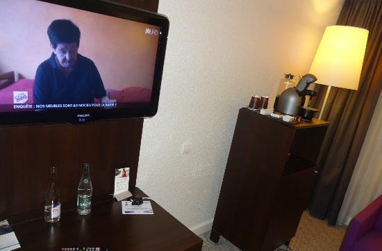 Pullman Marseille Provence Airport: La TV & le coin café/thé