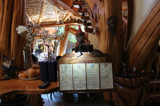 Casa Bosque : En la entrada los duendes te reciben