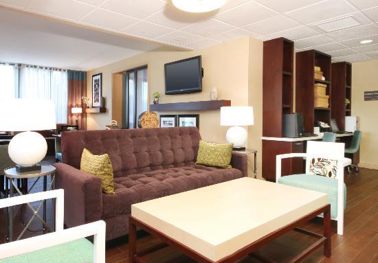 Hampton Inn Detroit / Madison Heights / South Troy : Hotel Lobby