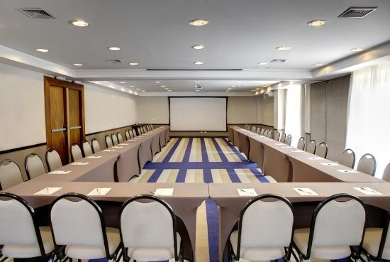 Quality Hotel Curitiba: Meeting room with u-shaped setup