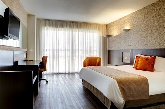 Quality Hotel Curitiba: Luxury Room with King size bed